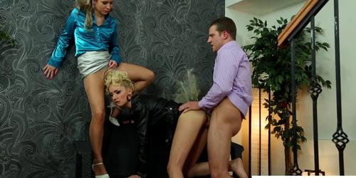 Fetish babes giving head while pissed on