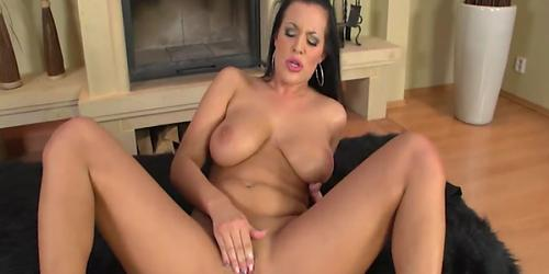 Brunette Carmen Croft Deep Fingering 1