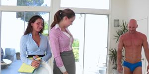 Pussyloving CFNM bosslady pounded in trio