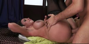 Dirty milf cleaning lady Ariella Ferrera gets wet and soapy - Brazzers
