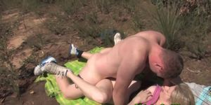 Amateur couple has outdoor sex