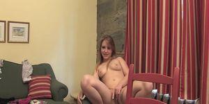 Une ado blondinette sur webcam