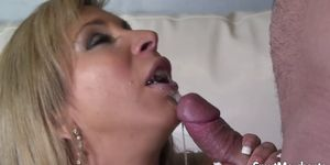 MILF uses pussy to get a guy off Porn Videos