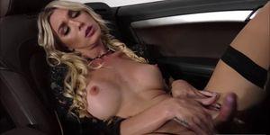TS Superstar Aubrey Kate ama la doble penetración anal