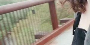 Destello público nervioso en un puente
