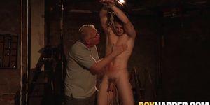 Maledom Sebastian Kane atormenta a dos pollas de jovencitos y mamada