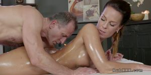 Masseur relaxes tight muscles to brunette
