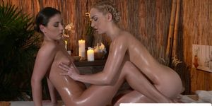 Les massaged beauty oiled up and pussy rubbed