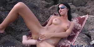 Kinky outdoors masturbation session with a hottie