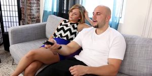 Kelly Green bouncing off Js cock on top Porn Videos