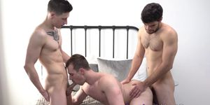 Enormes dicked studs spitroast tight bottom dude