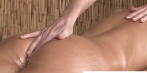 Lesbo masseuse fingerfucking clients pussy