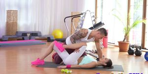 Athletic beauty cock sucks trainer after class