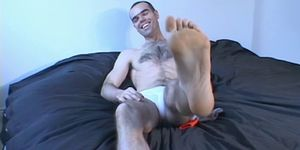 Foot fetish homo Jay shows off his beautiful toes