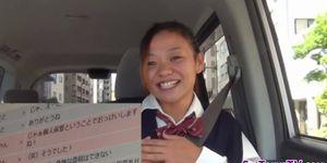 Adolescente japonesa cabalga polla