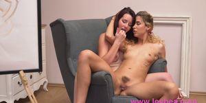 Lesbea Sexy art student eats out cute natural body lesbian model