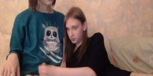 Transexuales adolescentes lindos que dan una mano