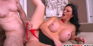 Stacked Slut Licious Gia needs a helping hand