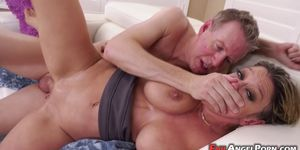 Dee Williams digging a lusty anal adventure