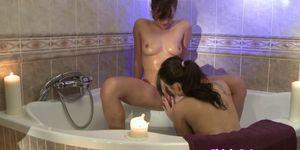 European girlfriend in bath licking lesbian