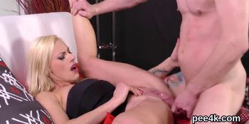 Charming idol gets her yummy snatch full of warm pee and squirts