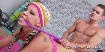 Huge tits blonde wrestler bangs at the gym