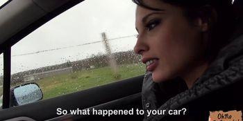 La jolie Nikita Belucci, fait du stop et remercie le chauffeur par une delicate attention