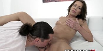 Mature babe cockrides before getting her pussy jizzed on