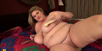 American BBW Touching Herself
