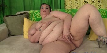 SSBBW with massivetits toying her pussy