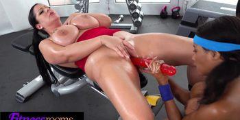 Fitness Rooms Ebony UK gym bunny Kiki Minaj licks busty babe Anissa Jolie