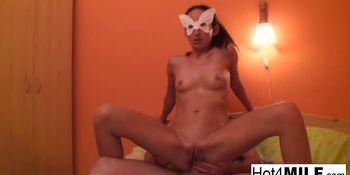 MILF Melinda gets hard anal