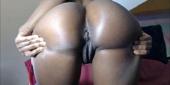 Bubble Butt Ebony Fucks Creamy Squirty Pussy In Close Up