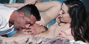 Graceful babe gets her pussy banged and jizzed on
