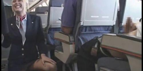 стюардесса дрочит у пассажира