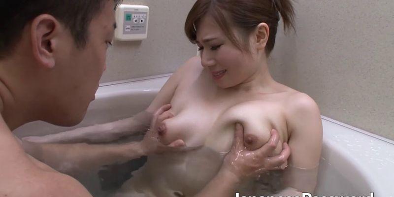 Phim loạn luân lén lút bố chồng và con dâu trong nhà tắm